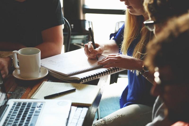 reunião entre colaboradores