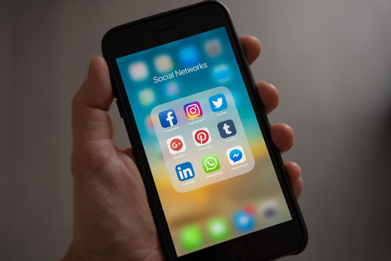 Redes Sociais na tela do celular