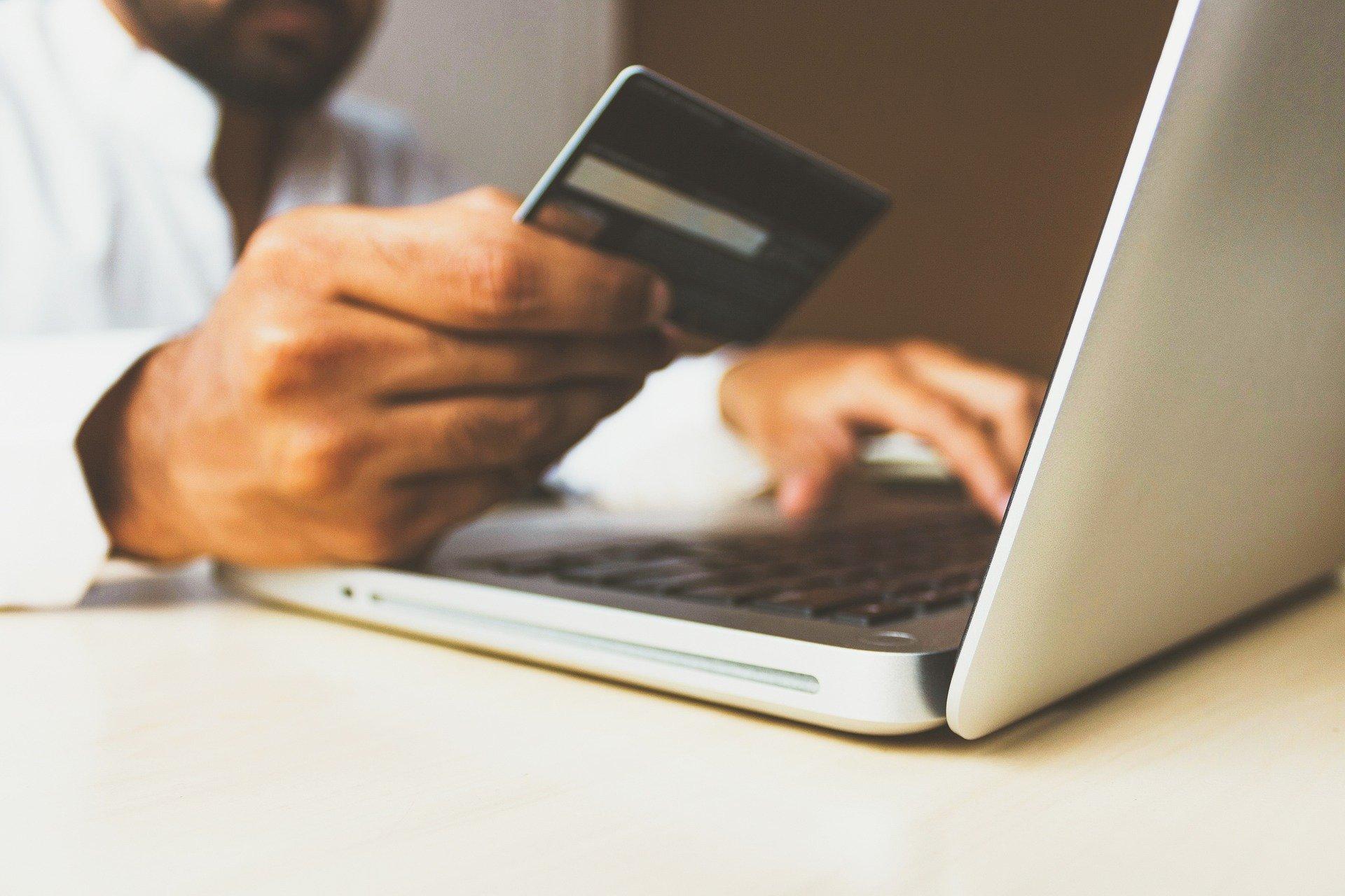 Loja virtual própria x marketplace: entenda vantagens e desvantagens