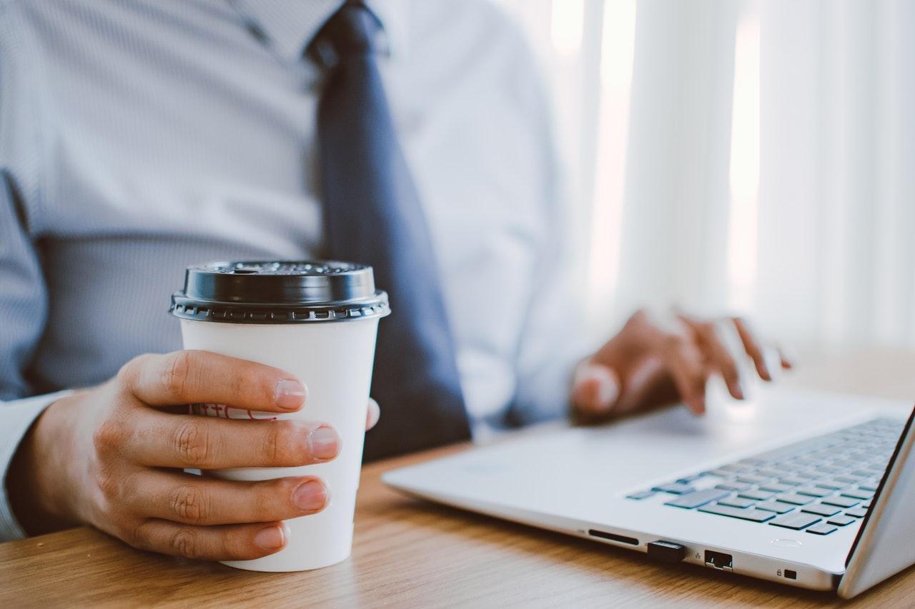 Entenda como os cursos online podem qualificar seu perfil de gestor.
