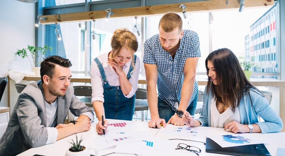 Contratar funcionários ou terceirizar: entenda como fundamentar sua escolhas